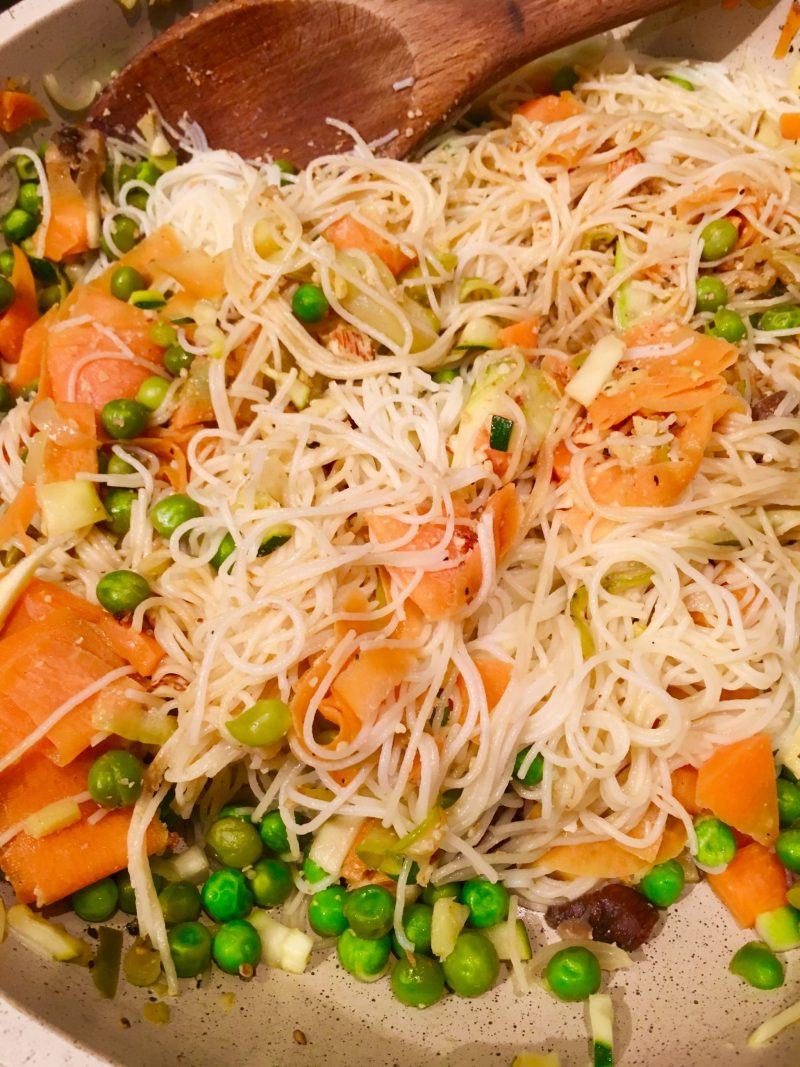 rice noodles,carrot, zucchini and green peas