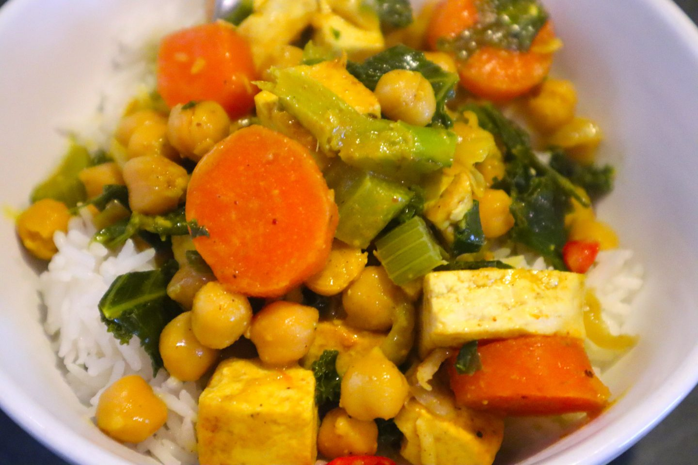 Curry in a vegan version with Tofu and Kale.